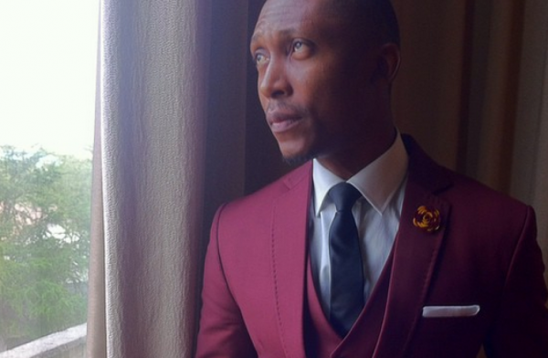 Frank Donga suit